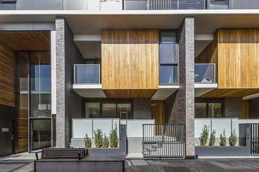 Stylish Townhouse in Collingwood – Offer is Invited