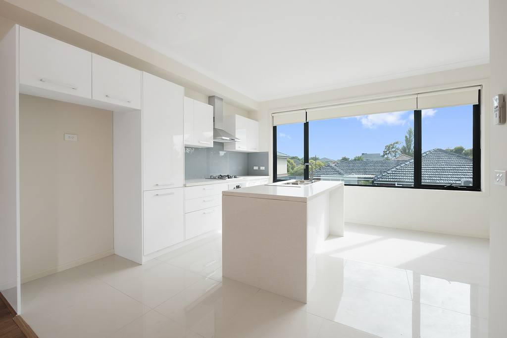 022_Open2view_ID454943-355_Waverley_Road__Mt_Waverley