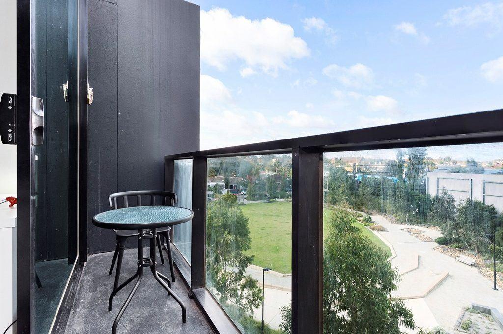 11-Balcony
